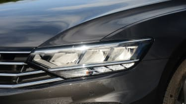 Volkswagen Passat - headlight