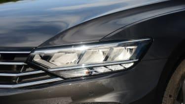 Volkswagen Passat - headlight