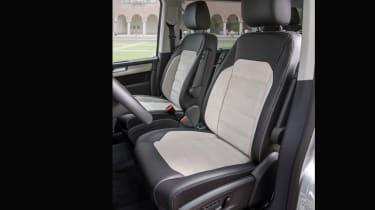 VW Caravelle - seats