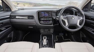 Mitsubishi Outlander PHEV 2017 - interior