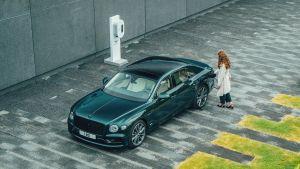 Bentley Flying Spur Hybrid - charging