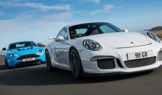 Porsche 911 GT3 vs Aston Martin V12 Vantage S