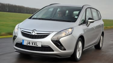 Vauxhall Zafira Tourer front tracking