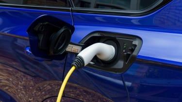 Volkswagen Touareg R - charging