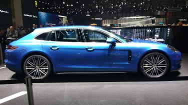 Porsche Panamera Sport Turismo show - side