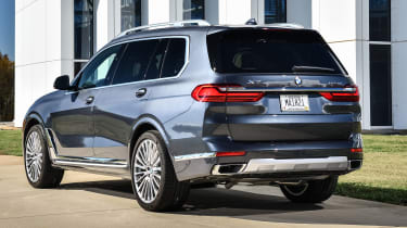 BMW X7 - rear 3/4 static