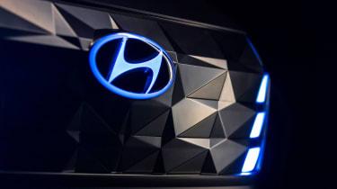 Hyundai Vision T - badge