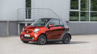 Smart ForTwo - red car action