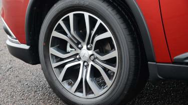Mitsubishi Outlander - wheel