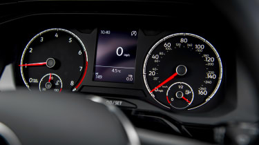 Volkswagen Polo 1.0 MPI - dials