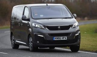 Peugeot Traveller 2017 - front cornering