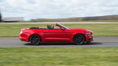 Ford Mustang 2.3 Convertible - side