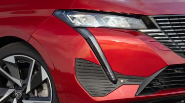 Peugeot 308 SW - front light