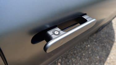 Hyundai Nexo - door handle