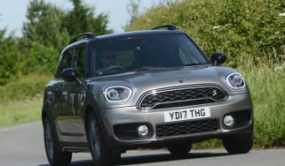 MINI Countryman S E plug-in hybrid - front action