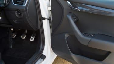 Used Skoda Octavia - door hinge