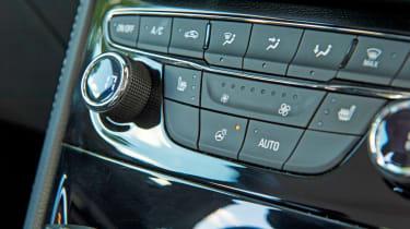 Vauxhall Astra BiTurbo 2016 - centre console