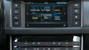 Jaguar XF 2.0d 2016 - infotainment