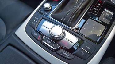 Audi RS7 Performance - centre console