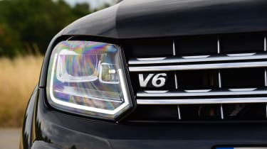 Volkswagen Amarok Dark Label - headlight