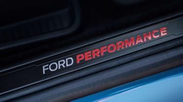 Ford Edge ST 2018 sill