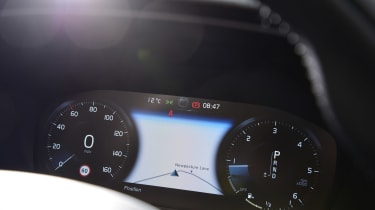 Volvo V60 - long termer first report dials detail