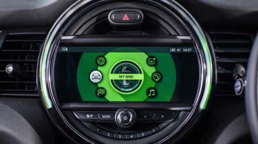 MINI infotainment screen green