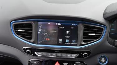 Hyundai Ioniq Plug-in - infotainment
