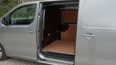 Peugeot e-Expert - side door