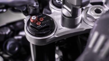 Yamaha MT-10 review - suspension forks