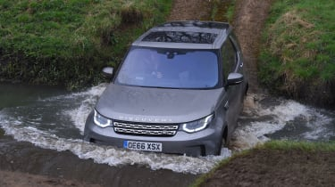 Land Rover Discovery HSE Luxury - off-roading
