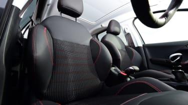 Peugeot 2008 - front seats