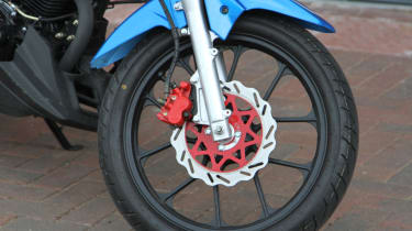Lexmoto Venom review - front wheel package