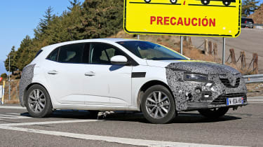 Renault Megane facelift spy shots driving