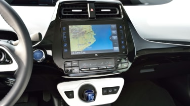 Toyota Prius Plug-In 2017 - sat-nav