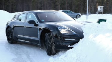 Porsche Taycan Sport Turismo - spyshot 9