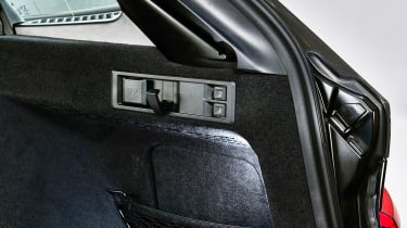 BMW 3 Series Touring - studio boot seat buttons
