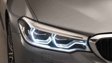 BMW 5 Series - studio front lights