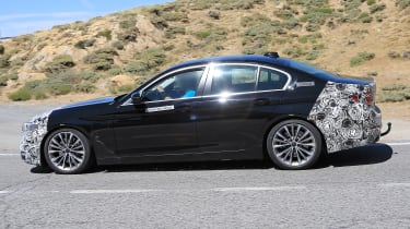 BMW 5 Series facelift - spyshot 12