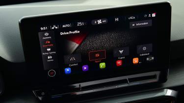 Cupra Leon 300 - screen