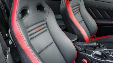 Nissan GT-R 2017 seats
