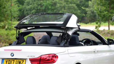 BMW 430i Convertible - roof closing