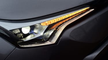 Toyota C-HT 1.2 Icon 2017 - headlight