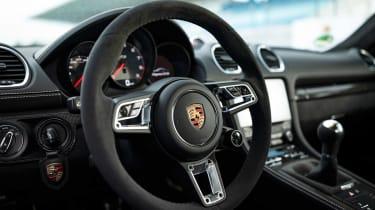 Porsche 718 Cayman GTS 4.0 - steering wheel