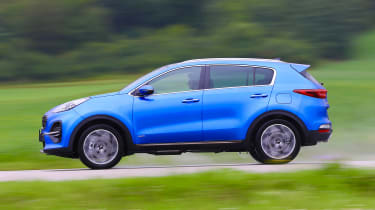 Kia Sportage 48V hybrid - side action