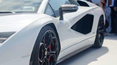 Lamborghini Countach - show side profile