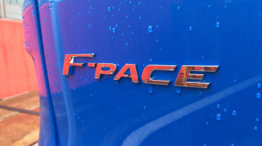 Jaguar F-Pace SVR - badge