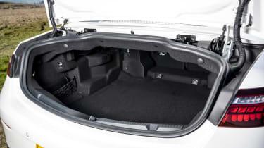 Mercedes E 300 Cabriolet - boot