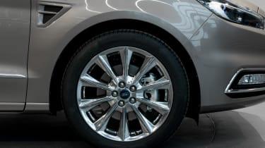 Ford S-MAX Vignale - studio wheel