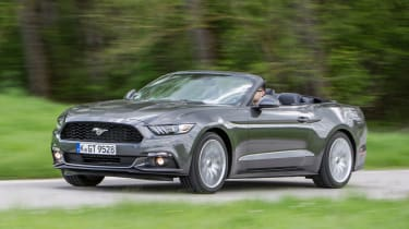 Ford Mustang Convertible - front action